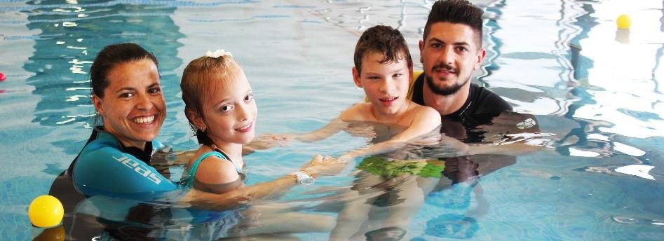 تأثير العلاج في حوض السباحة على الأطفال المصابين بضمور العضلات النخاعي
